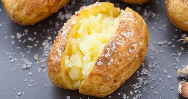 طرز تهیه سیب زمینی تنوری در فر سالم و خوشمزه